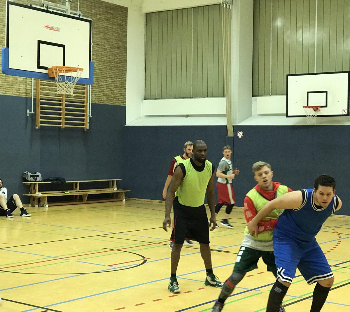 S.O. Medien Baskets holen George Ehiagwina zurück
